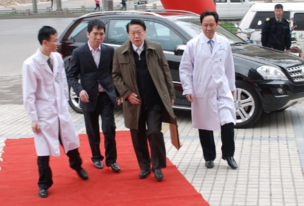 原国家卫生部副部长殷大奎莅临协和指导工作