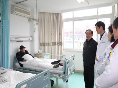上海市肝病研究中心主任瞿瑶教授参观协和