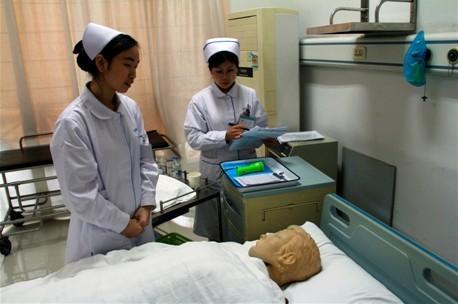 """协和护士学习""""病人清洁与舒适管理""""理论"""