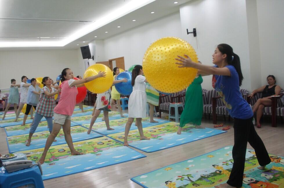 协和孕妇大学孕妇球操现场